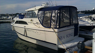 2007 Bayliner 246 Discovery  Enclosed Helm Cruiser