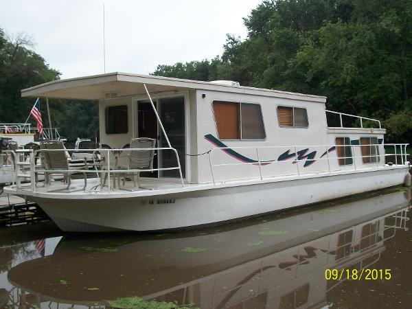 1977 Matte River Yacht 47 House Boat