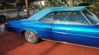 Oldsmobile : Eighty-Eight blue 1975 delta 88 convertible