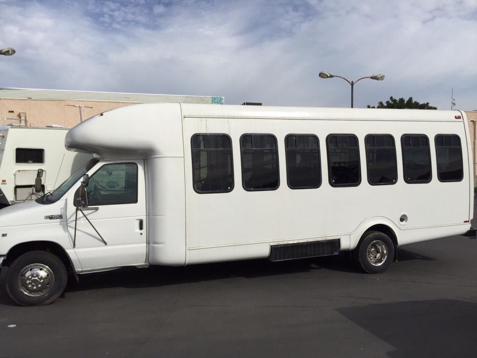 2002 Ford 25 Passenger Bus