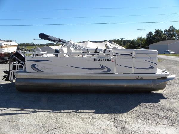 2010 Qwest by Apex Marine 7518 XRE Cruise
