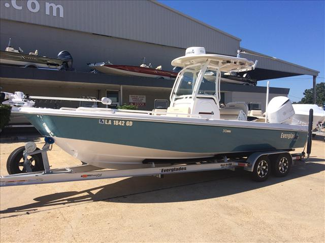 2015 EVERGLADES BOATS Center Console 243 SS