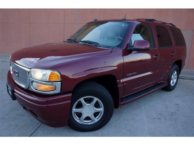 GMC : Yukon AWD W/NAV VERY CLEAN 04 GMC YUKON DENALI AWD NAV SUNROOF CHROME HEATED SEATS MUST SEE!!!!!