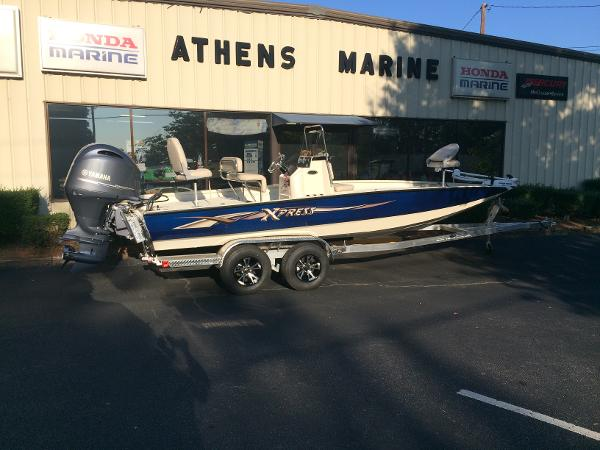 2016 Xpress H22 Center Console Bay Boat