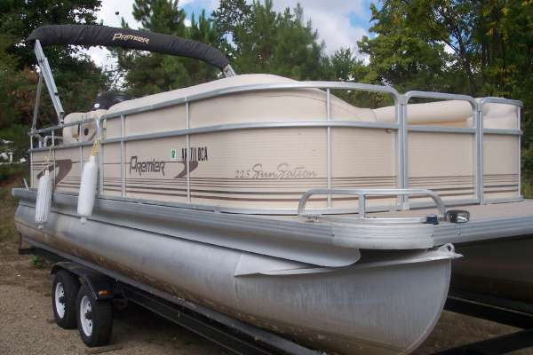 2002 PREMIER BOATS 225 Sunstation