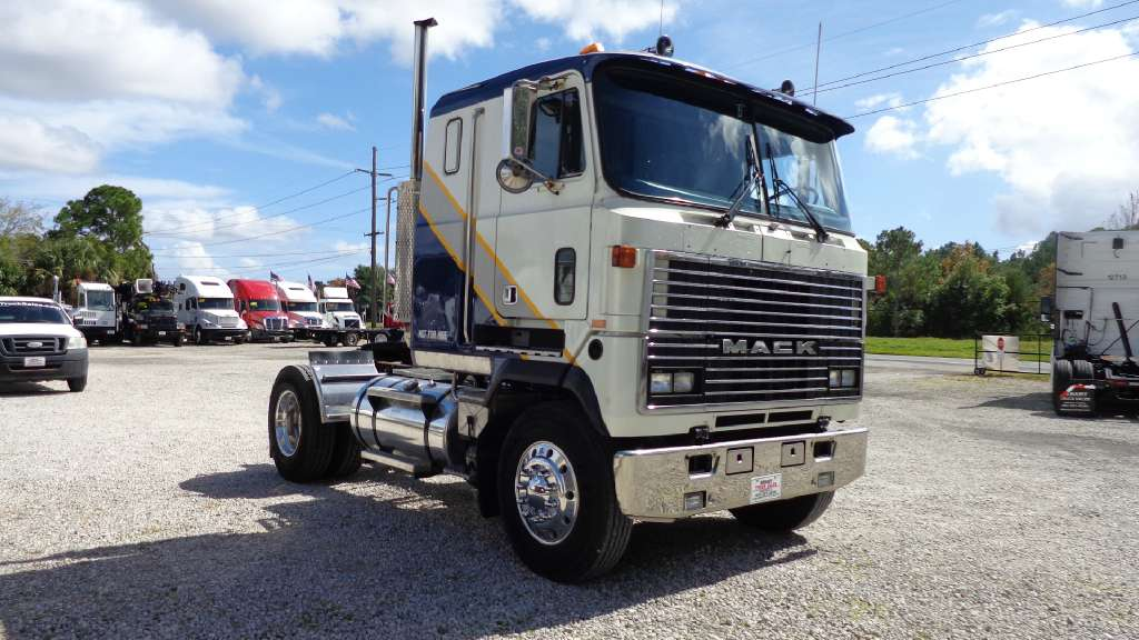Mack Single Axle Trucks With Sleepers : Mack mh single axle sleeper cars for sale