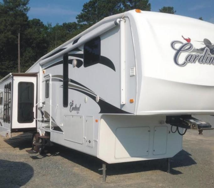 2009 Forest River Cardinal Fifth Wheel Model 34QRL