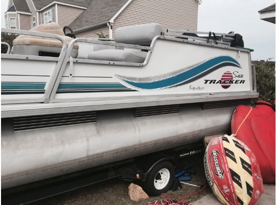 1996 Sun Tracker Party Barge Signature 21
