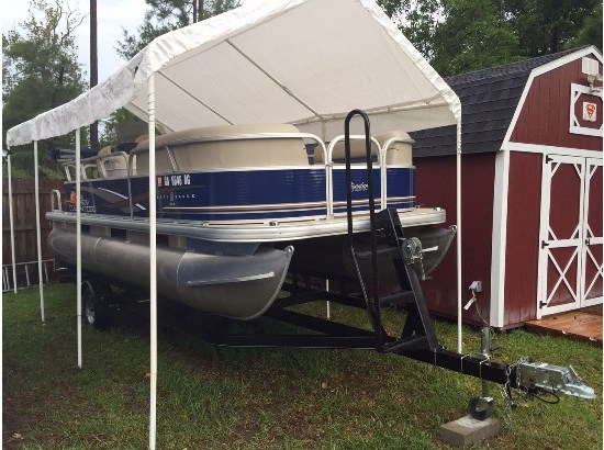 2012 Tracker Party Barge 18 DLX