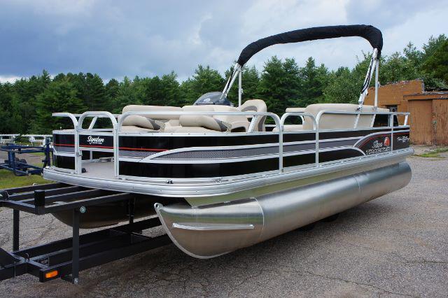 2016 Sun Tracker 20' Fishin Barge