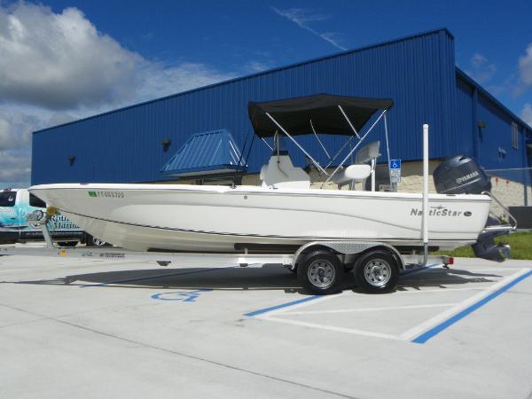 2013 NauticStar 2200 BAY
