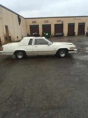 Ford : Thunderbird town larda good used cassic thunder bird all factort ecept rims 2 chips in taill light runs
