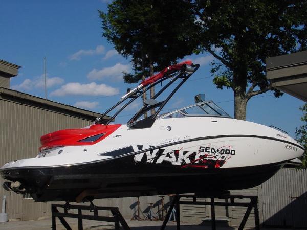 2011 Sea Doo 230 Wake