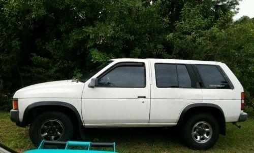 Nissan : Pathfinder 1996 white nissan pathfinder