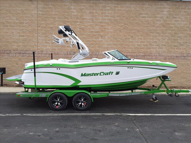 2015 Mastercraft Wakeboarding Boat X20