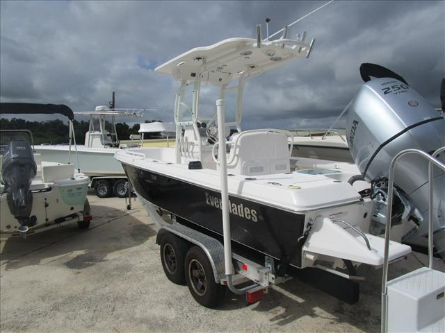 2013 EVERGLADES BOATS Center Console 223 CC