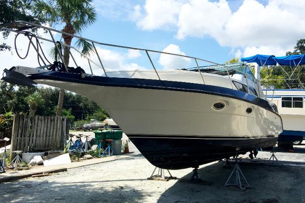 1988 Cruisers Yachts Esprit 3380