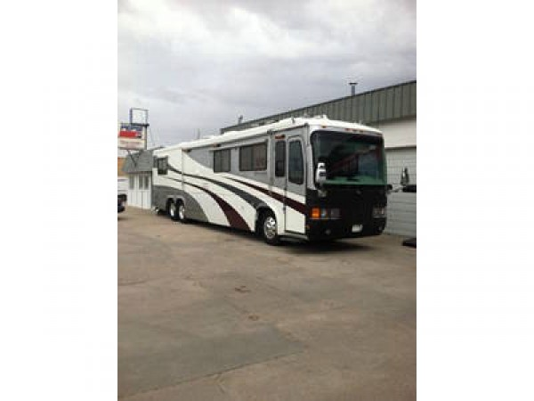 1999 Monaco Signature Series,45' Motor Home 450 hp Cummins diesel, 6 speed Allison
