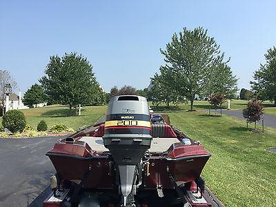 1991 Ranger 391V Bass Boat, 2000 200 HP Suzuki-one owner-garage kept