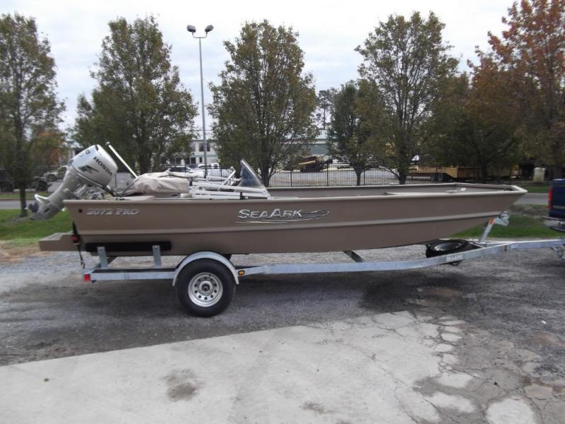 ***2013 Sea Ark 2072 Tunnel Pro Side Console