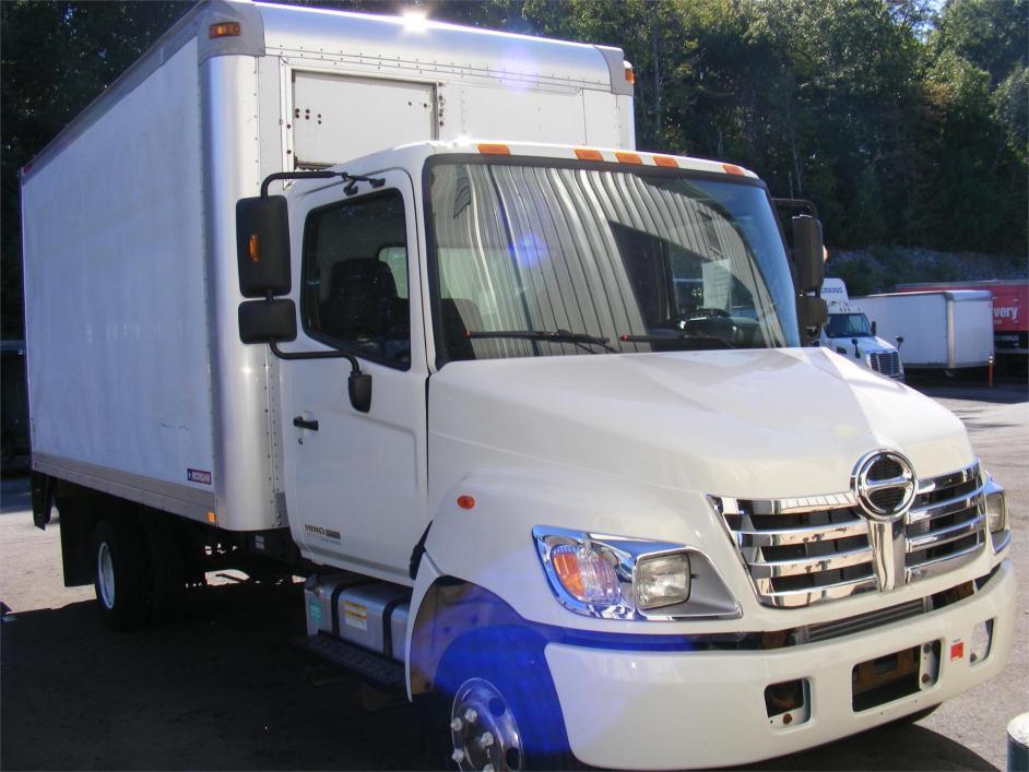 2009 Hino 145