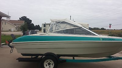 Bayliner Capri boat 93 lake ready in 2002 new outboard 120 hp force