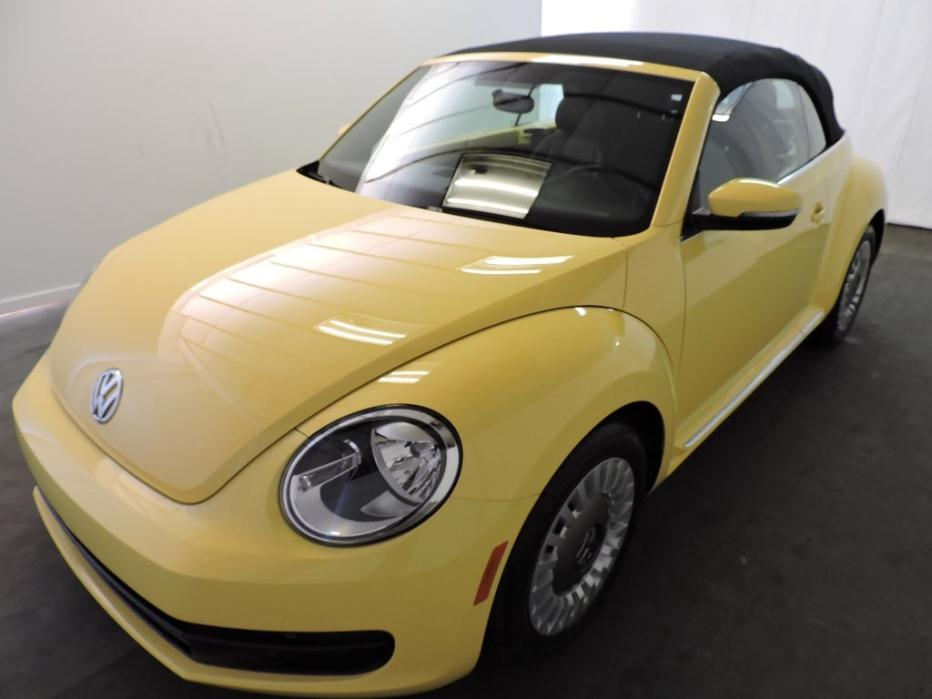 2013 VOLKSWAGEN Beetle 2.5L 2dr Convertible 6A w/Sound and Navigation