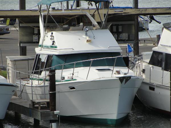 1989 Bayliner 3218