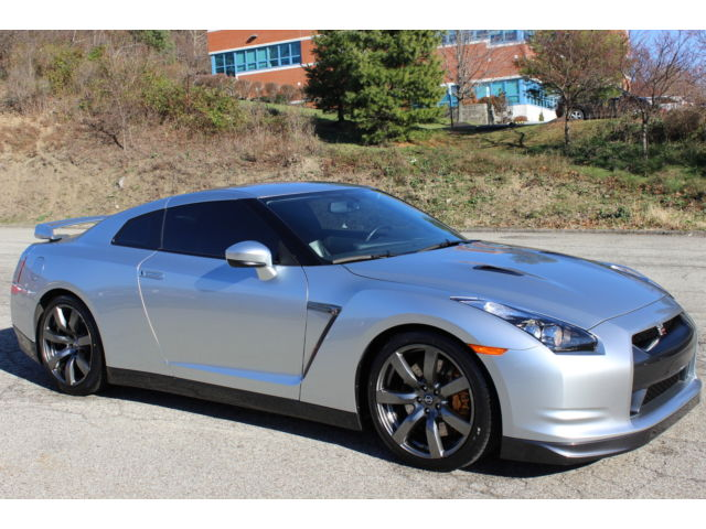 Nissan : GT-R GT-R 2010 nissan gt r premium awd auto only 10 k miles 3.8 l turbo v 6 great condition
