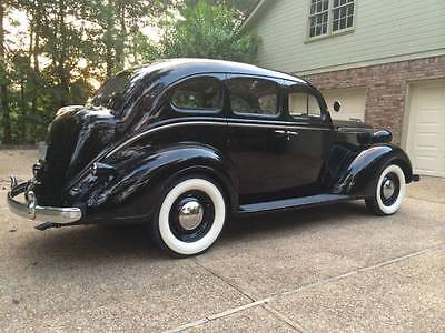 Chrysler : Royal SEDAN 1937 chrylser royal 4 door sedan