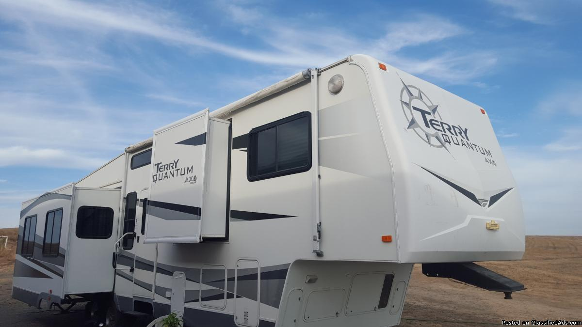 RV Terry quantum fifth wheel