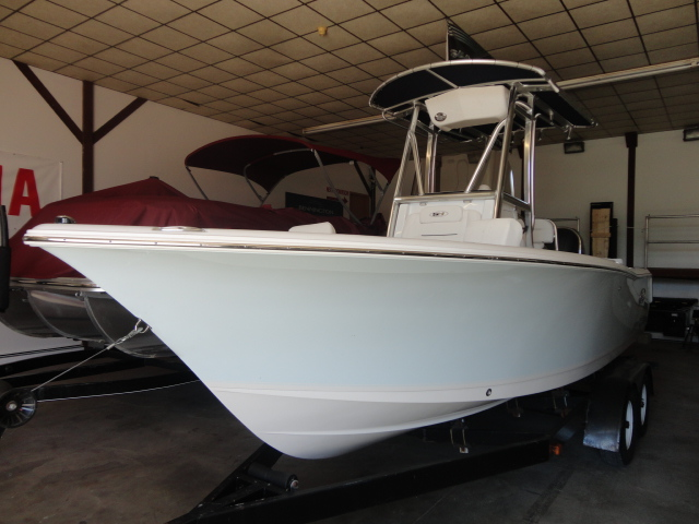 2016 Sea Hunt Ultra 225