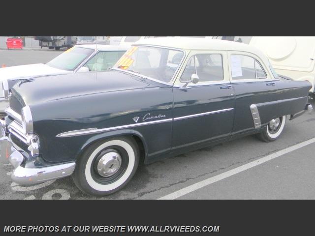1952 Ford CrestLiner
