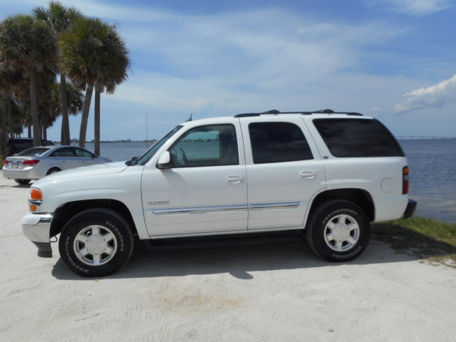 GMC : Yukon 4dr 1500 4WD ONE FL OWNED 4X4 Moonroof Navi 3rd seat Serviced IMMACULATE BEAUTY NONE NICER