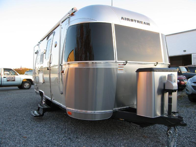 2016 Airstream Flying Cloud 20C Bambi - Mica With Cashe