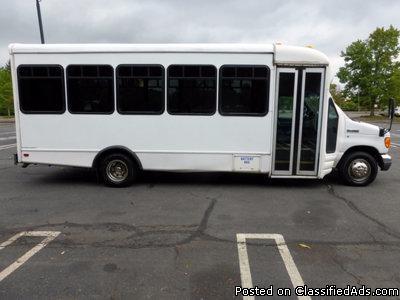 2007 Ford E450 Starcraft 25 Passenger Shuttle Bus (A4781)