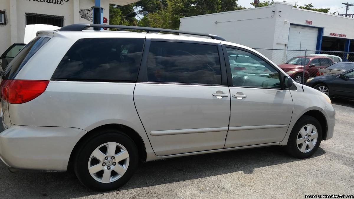Toyota Sienna LE 06