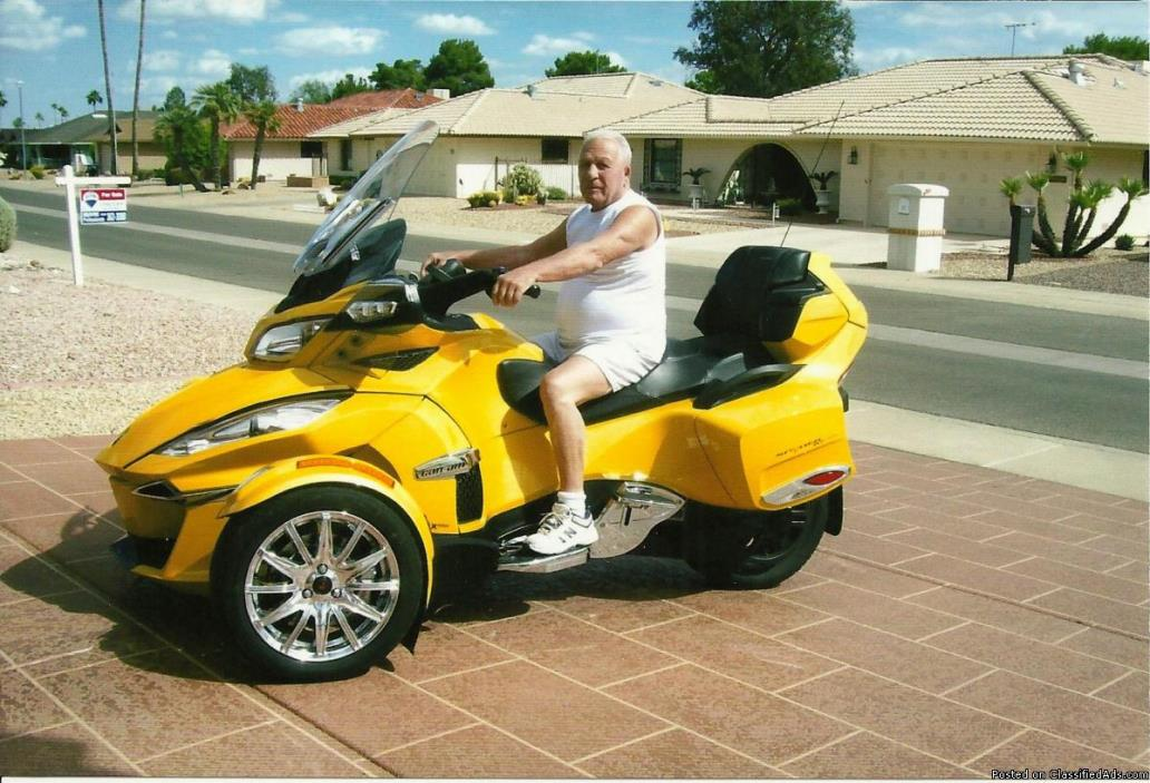 Selling 2015 Spyder Can Am, beautiful w/extra chrome