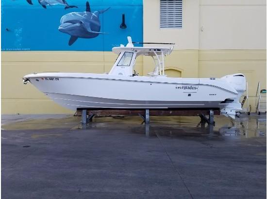 2015 Everglades Boats 325cc