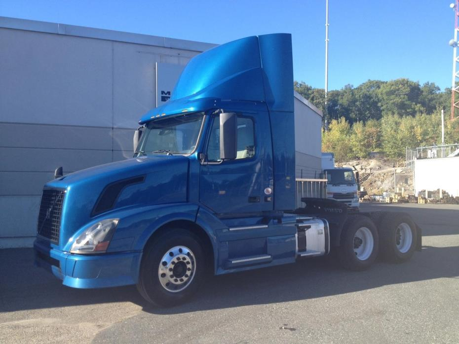 2013 Volvo Vnl64300  Conventional - Day Cab