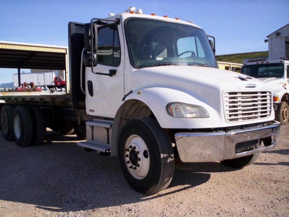 2006 Freightliner Business Class M2 106  Rollback Tow Truck