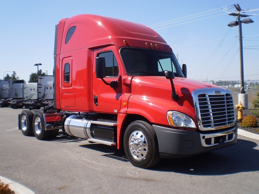 2016 Freightliner Cascadia Conventional - Sleeper Truck