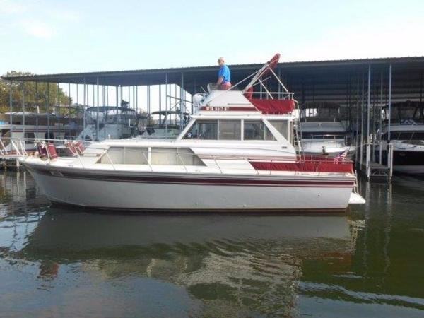 1979 Marinette 32 Flybridge Sedan