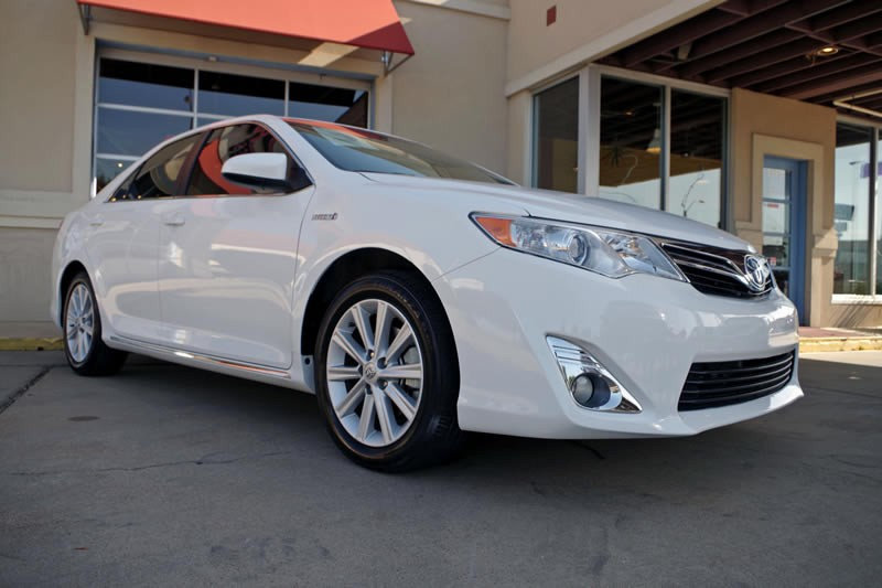 2013 Toyota Camry Hybrid XLE With Moonroof