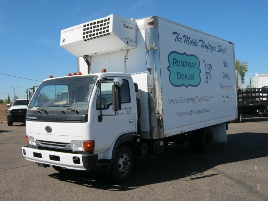 2003 Ud Trucks 1400  Box Truck - Straight Truck