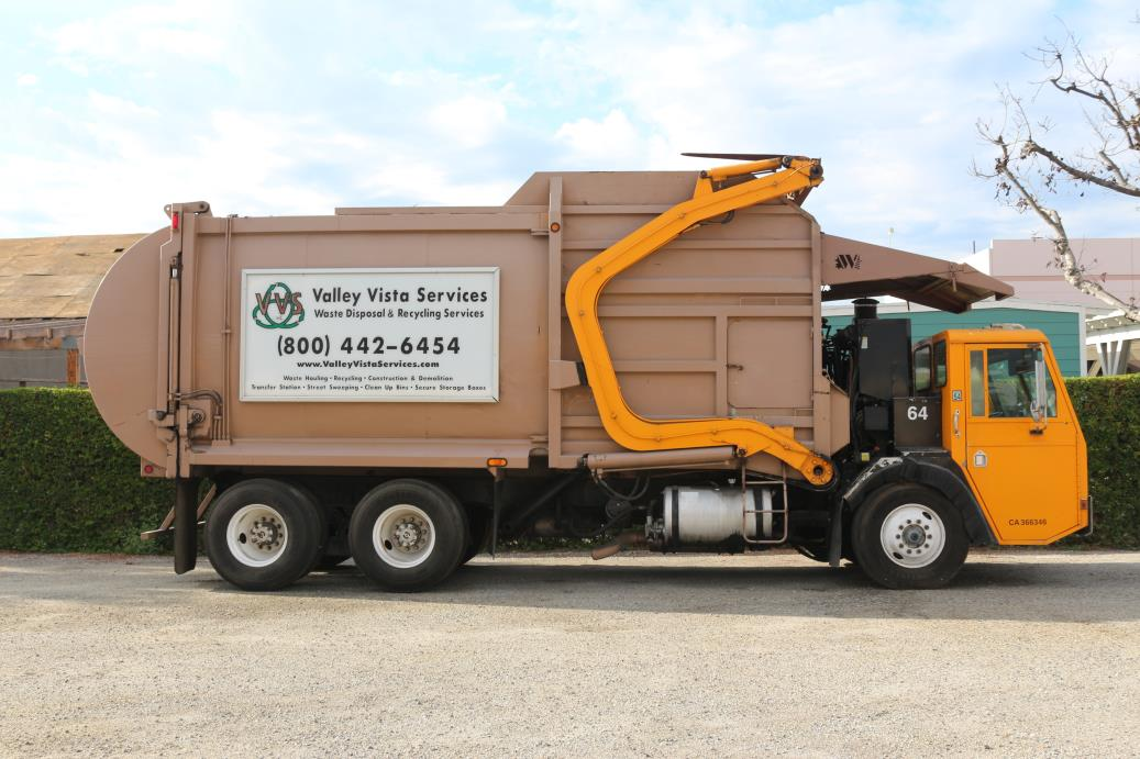 2000 C.C.C. Low Entry Garbage Truck