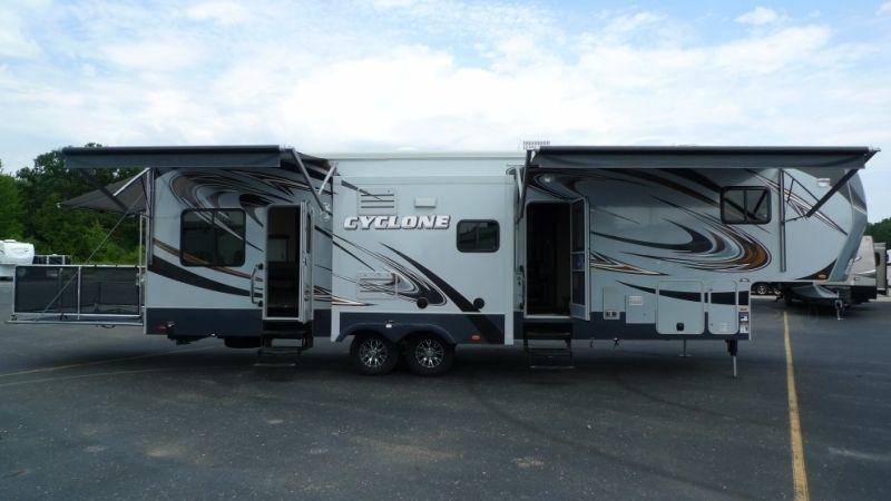 2013 Heartland CYCLONE 3110