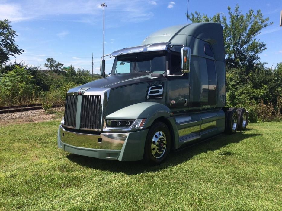 2016 Western Star 5700xe Conventional - Sleeper Truck
