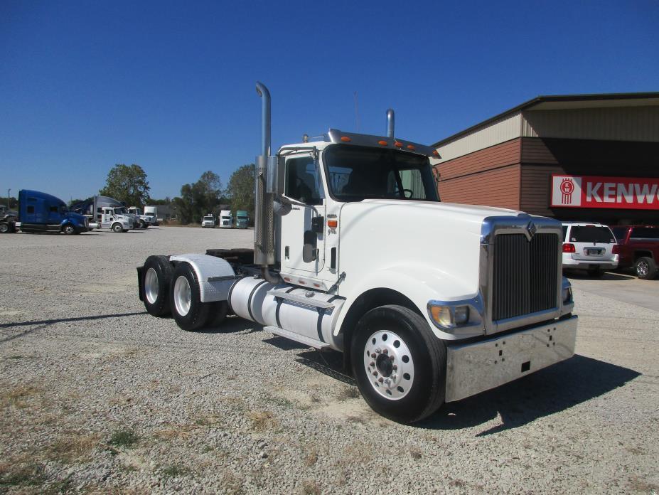 2002 Navistar 9900 Tractor