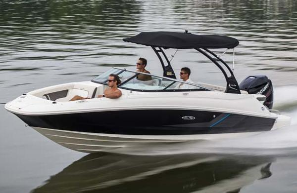 2016 Sea Ray 220 Sundeck Outboard
